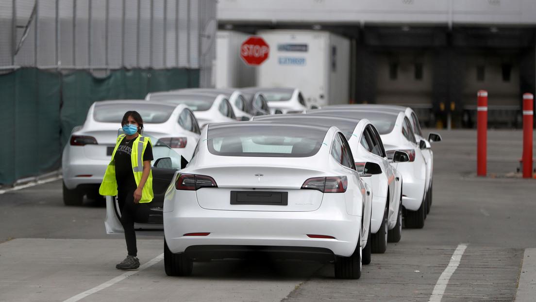 Musk desafía a las autoridades, reabre la planta de Tesla en California y exige ser el único arrestado