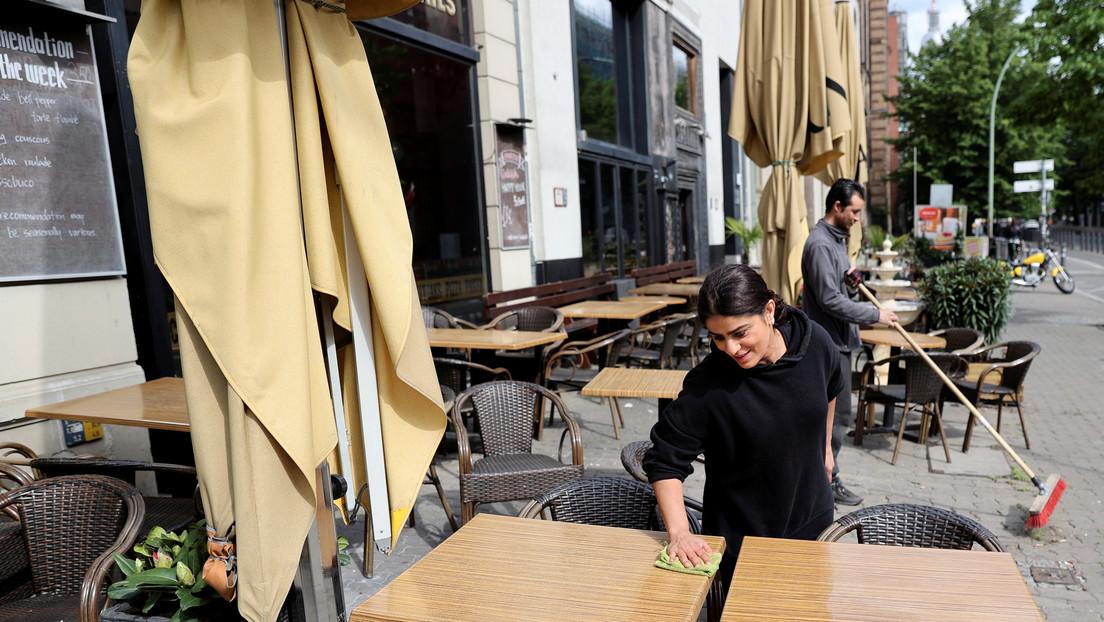 Un café en Alemania adopta un gracioso 'sistema' para que sus comensales respeten el distanciamiento social
