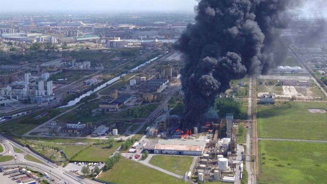 VIDEOS: Una explosión en una planta química cerca de Venecia obliga a la población a refugiarse