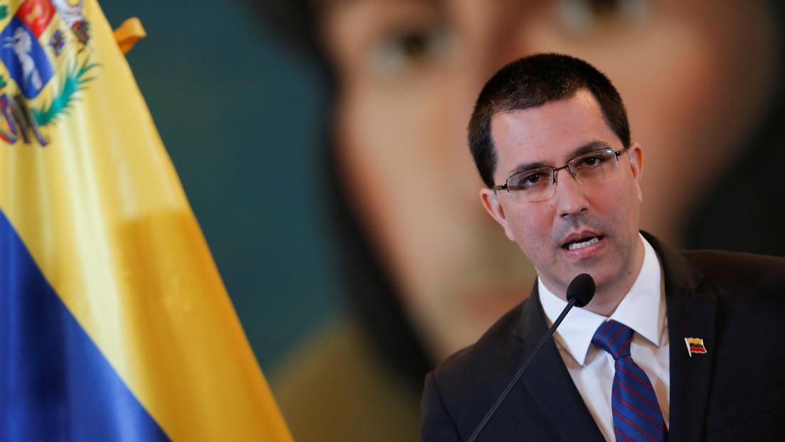 """Arreaza denuncia que EE.UU. persigue los buques que """"traen gasolina"""" a Venezuela"""