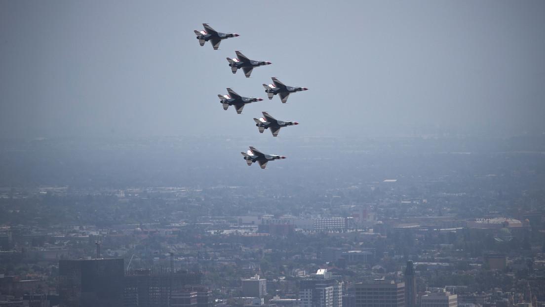 VIDEO: Un caza de la Fuerza Aérea de EE.UU. evita una colisión durante una exhibición aérea