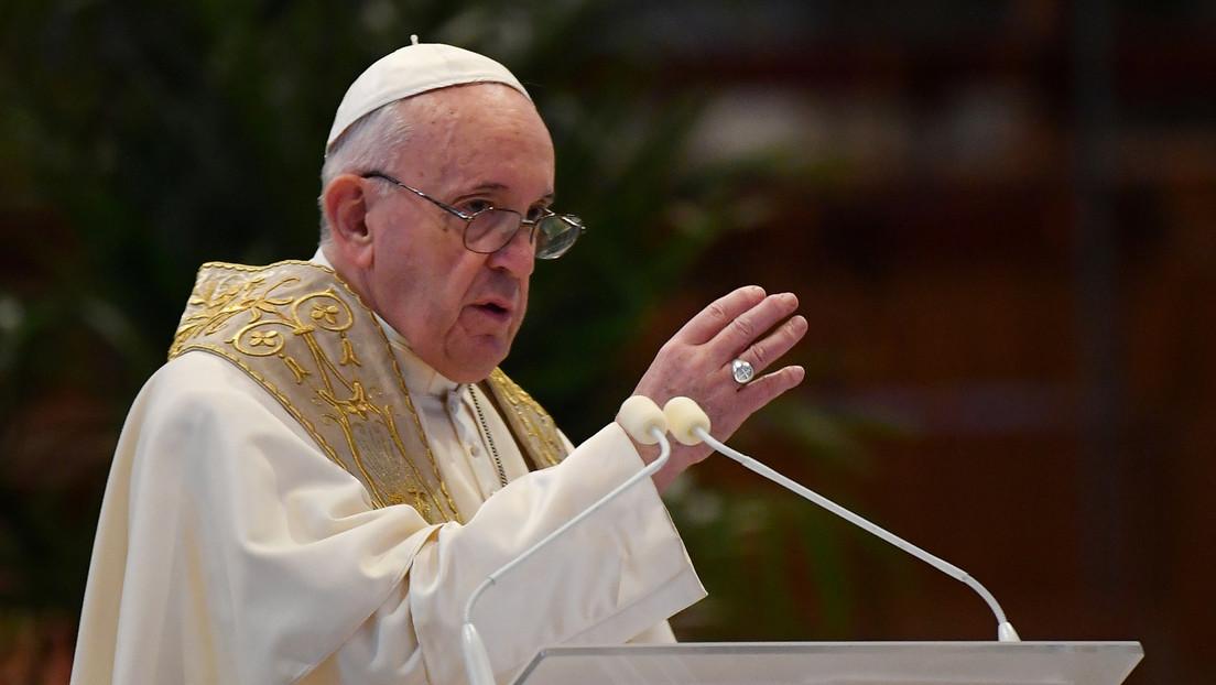 VIDEO: Cura mexicano interrumpe su misa para atender una llamada del papa Francisco