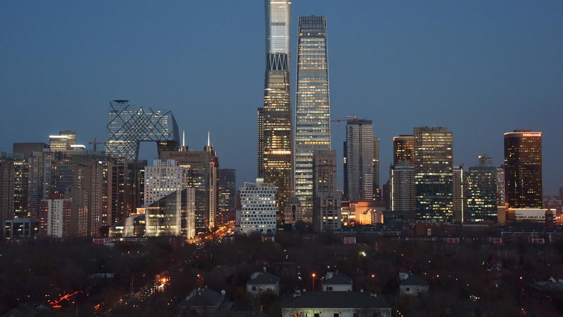 VIDEOS: El cielo de Pekín se vuelve negro por el paso de una gran tormenta