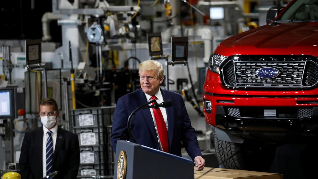 FOTO: Donald Trump se pone finalmente una mascarilla y cuenta cómo fue