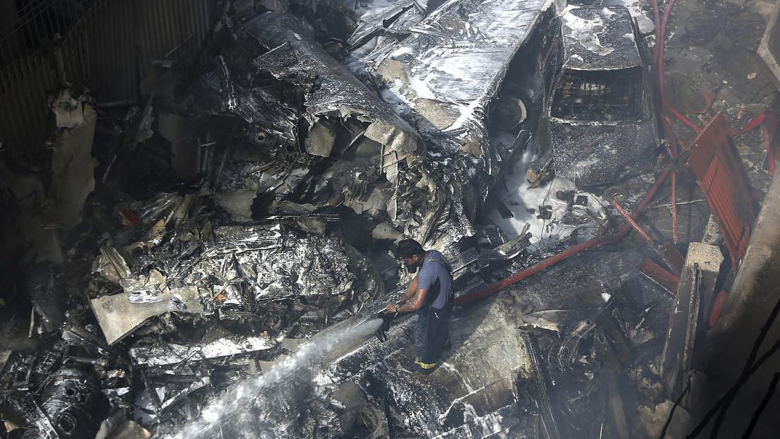 """Alcalde de Karachi cree que no habrá sobrevivientes en el accidente del avión de Pakistan Airlines, """"pero aún no está confirmado"""""""