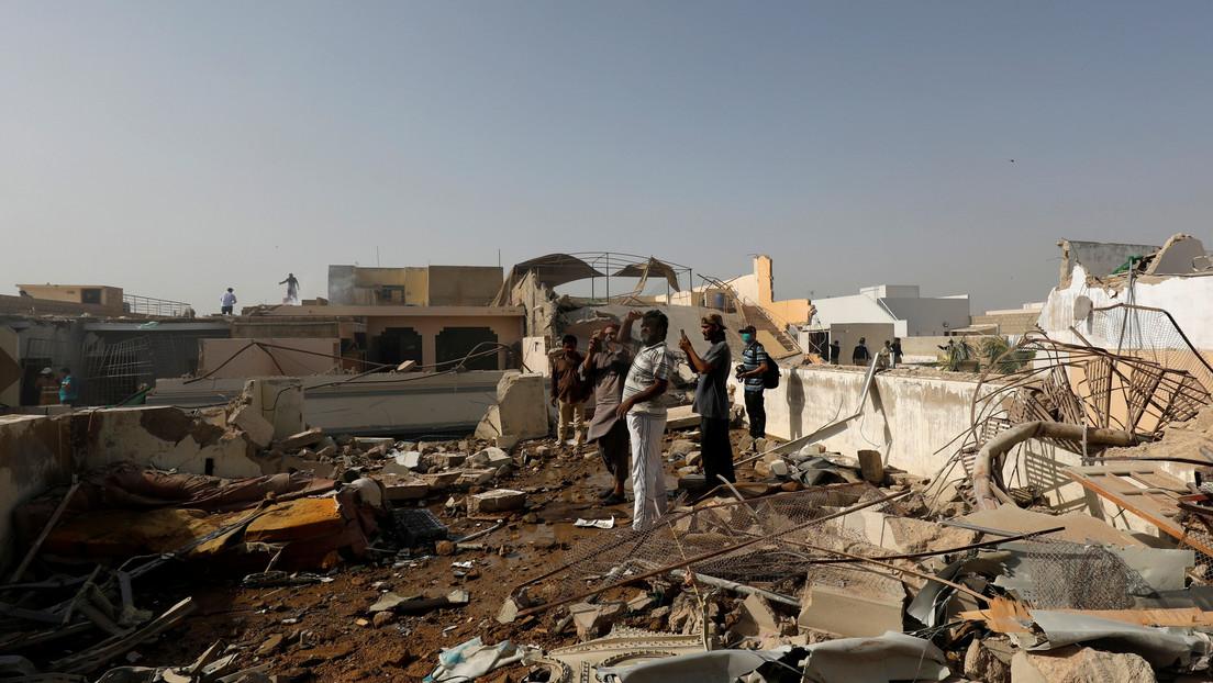 VIDEO: El momento exacto de la caída del avión pakistaní captado por cámaras de seguridad