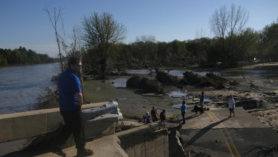 VIDEO: Momento en el que se produce una rotura en una presa de EE.UU. que provocó una fuerte inundación y la evacuación de 10.000 personas