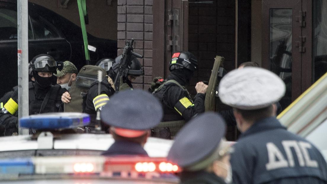 VIDEO: Un atacante toma a varios rehenes en un banco de Moscú y amenaza con detonar una bomba