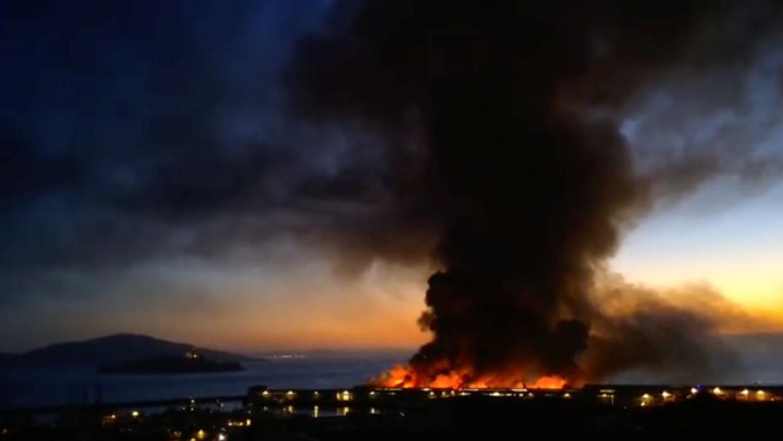 VIDEO: Incendio en un muelle de San Francisco pone en riesgo a un histórico barco de la II Guerra Mundial