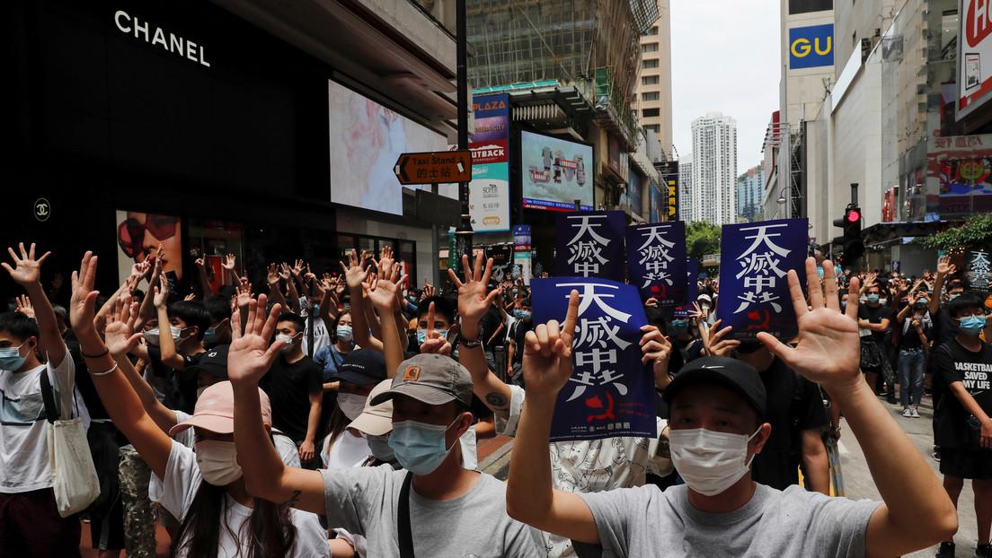 VIDEO: La Policía utiliza gases lacrimógenos para dispersar a los manifestantes en Hong Kong