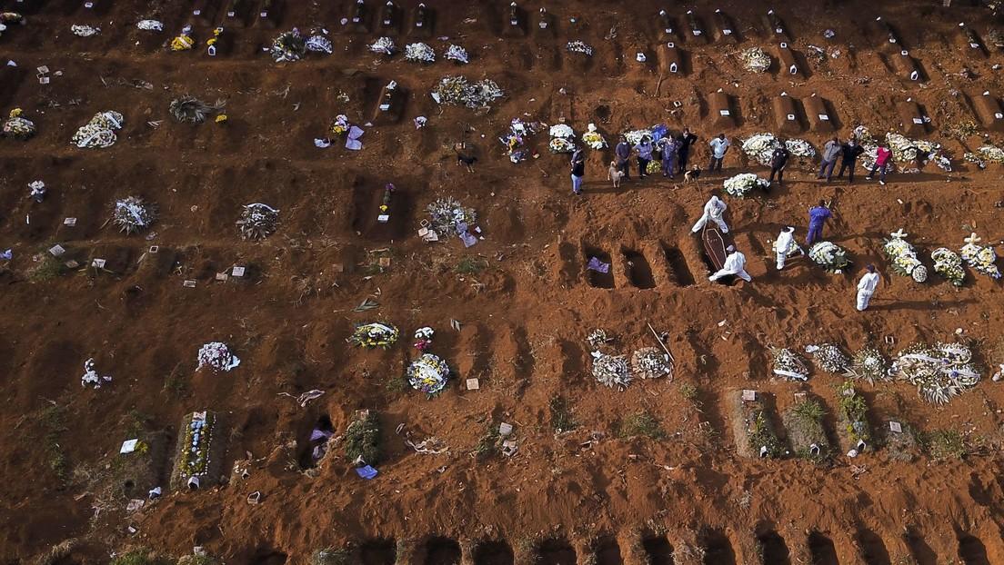 VIDEO: Imágenes aéreas muestran centenares de fosas en el cementerio más grande de Brasil, el segundo país más afectado por la pandemia