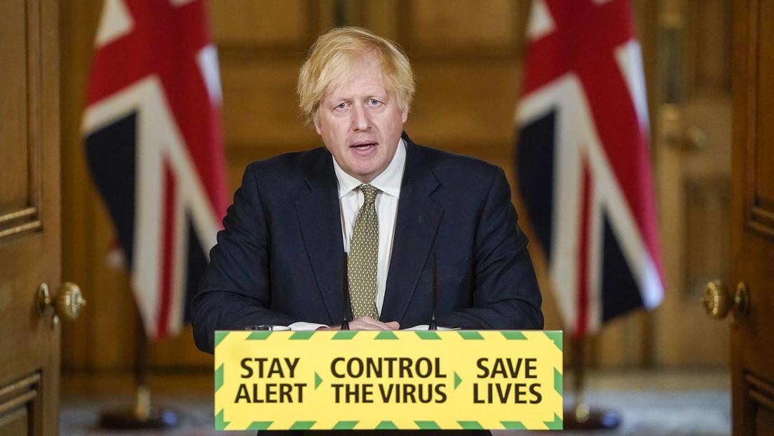 Boris Johnson se enfrenta a una revuelta en su gabinete por apoyar a un asesor que violó la cuarentena por el covid-19