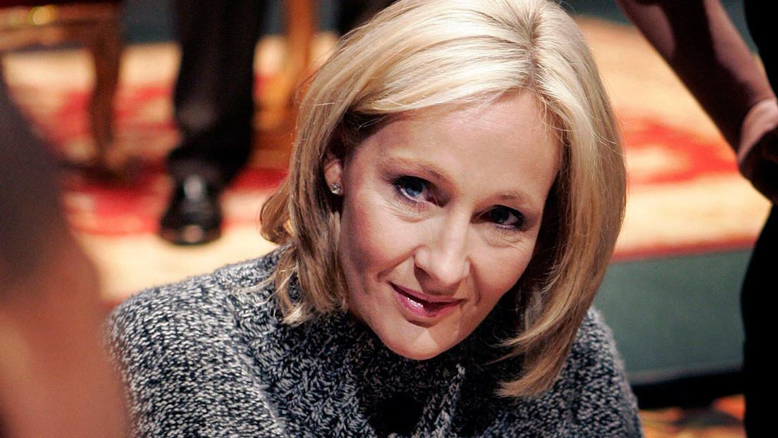 J.K. Rowling ofrece pagar por un año el sueldo del empleado público que criticó a Boris Johnson