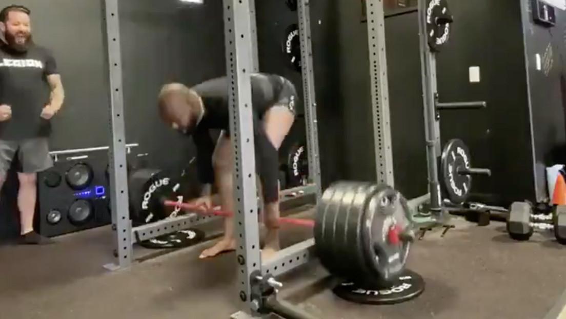 VIDEO: El campeón de peso semipesado de la UFC logra levantar 230 kilos