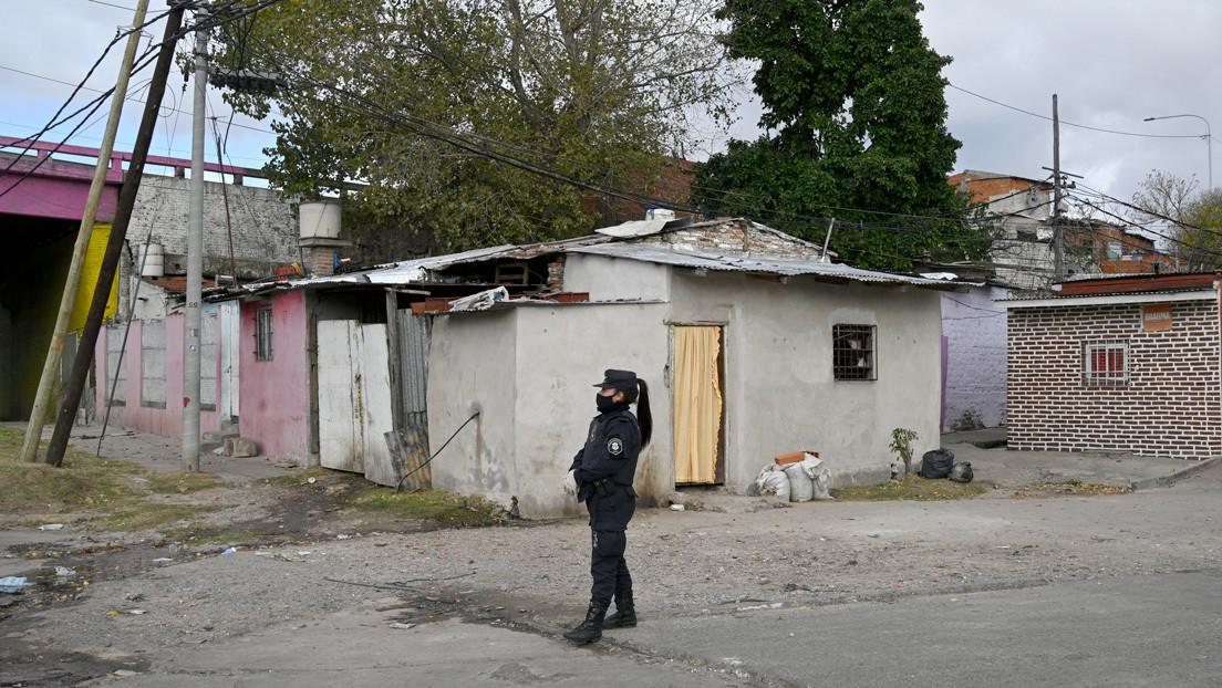 """""""Pareciera que se construyen guetos de pobres"""": polémica en la Provincia de Buenos Aires por el aislamiento de zonas con coronavirus"""