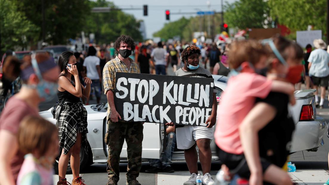 VIDEOS: Manifestantes protestan en EE.UU. por la muerte de un afroamericano a manos de la Policía y los dispersan con gas lacrimógeno y balas de goma