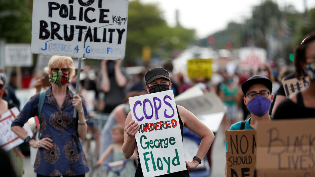 Nuevos videos arrojan luz sobre los eventos que llevaron a la muerte de un afroamericano desarmado a manos de la Policía en EE.UU.