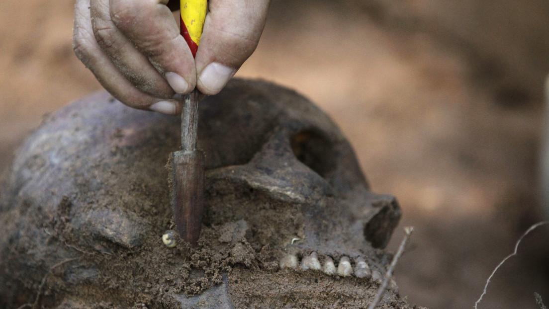 FOTOS: Hallan en Alemania el esqueleto de una mujer enterrada hace unos 4.000 años en una inusual posición