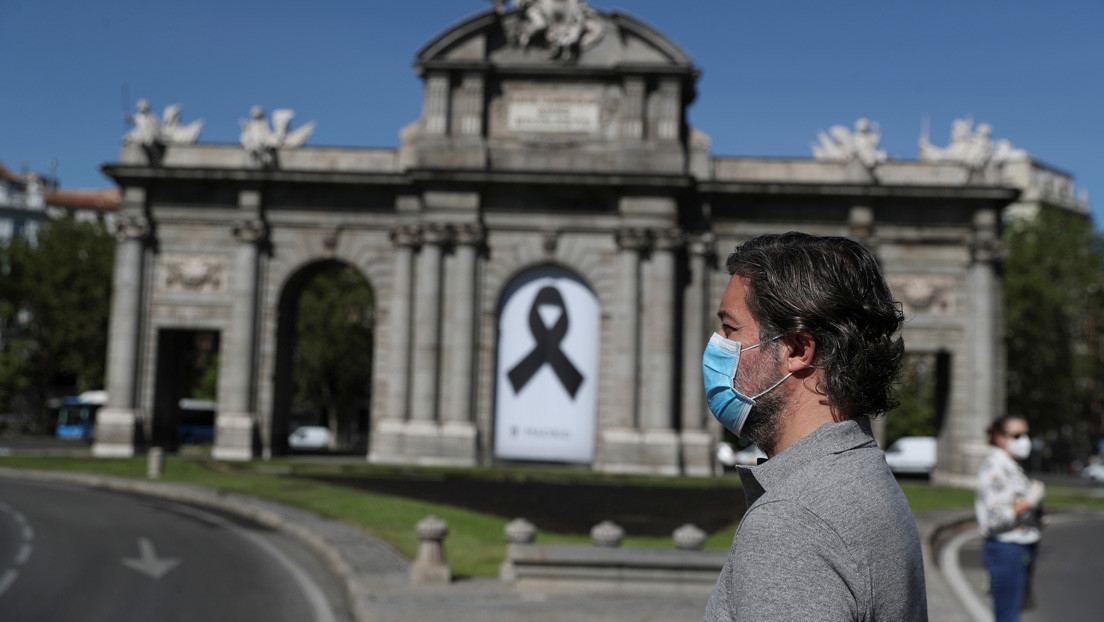 """""""No hay peor cosa que un duelo que no se cierra"""": Habla un psiquiatra forense sobre el dolor de las familias con víctimas de la pandemia"""