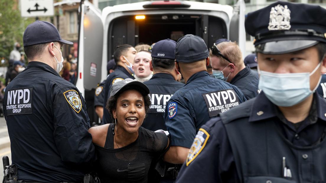 Arrestan en Nueva York a decenas de personas mientras las protestas por la muerte de George Floyd se extienden por EE.UU. (VIDEOS)