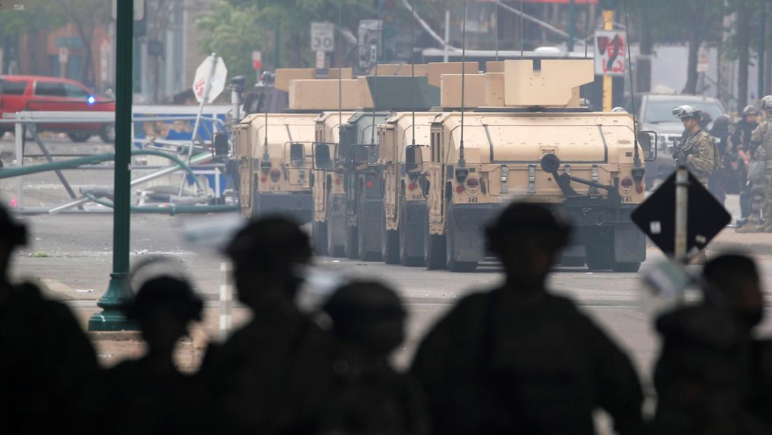 Graban vehículos de la Guardia Nacional en protestas de Mineápolis por la muerte de George Floyd (VIDEO)