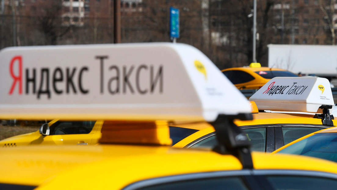 Un taxista de Moscú salva a una joven de sus violadores tras recibir pedidos de auxilio en una aplicación