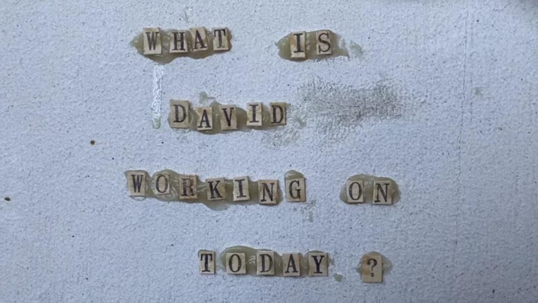 David Lynch muestra su reparación de un fregadero y otros trabajos diarios en su show '¿Qué hace David hoy?'