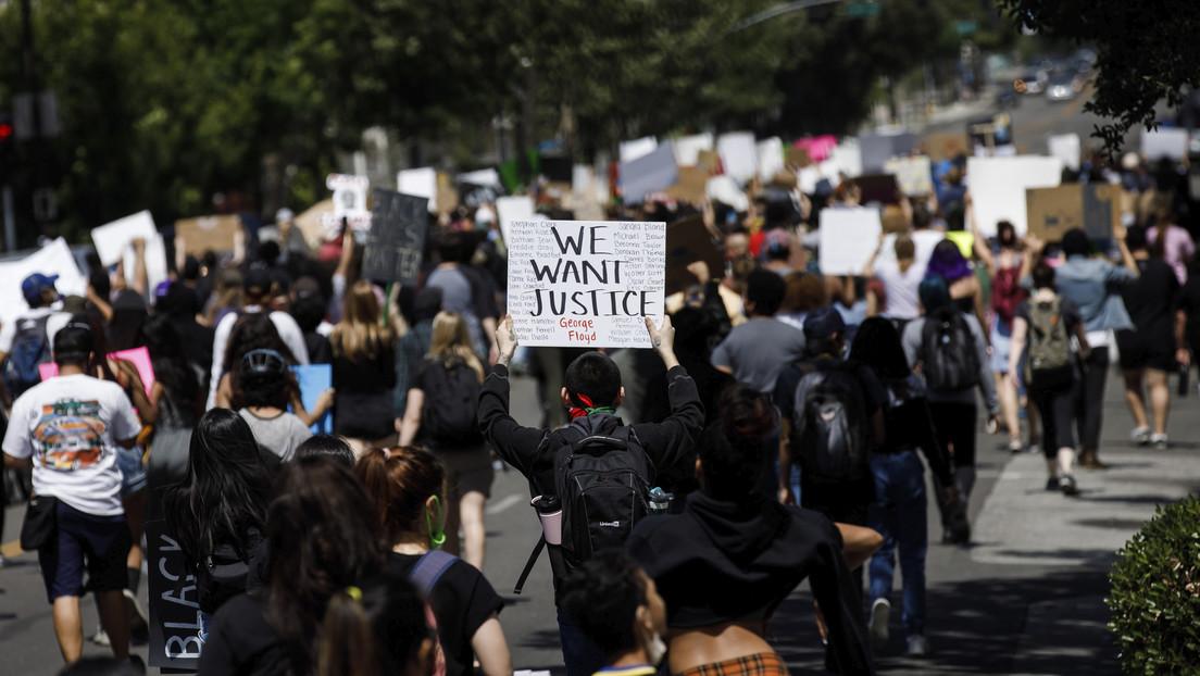 Manifestantes bloquean una autopista de California en protesta por la muerte de George Floyd (VIDEOS)