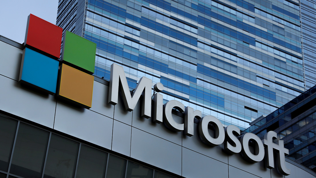 Microsoft despide a docenas de empleados y los reemplaza con 'robots'