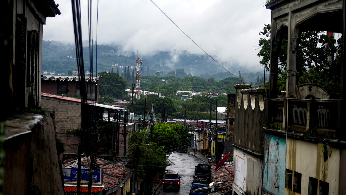El Salvador declara el estado de emergencia por el impacto de la tormenta tropical Amanda