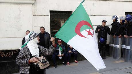Indignación en Argelia por un programa de televisión que ofreció como 'regalo' una mujer