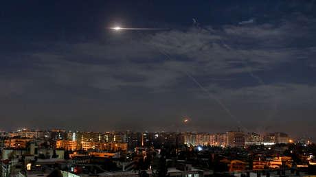 El sistema de defensa antiaérea de Siria repele un ataque israelí con misiles en la provincia de Alepo