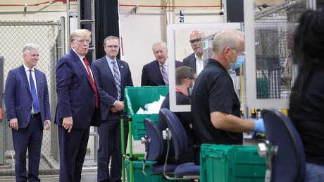 Trump viola el 'régimen de mascarillas' en una fábrica de producción de esos implementos de protección contra el coronavirus