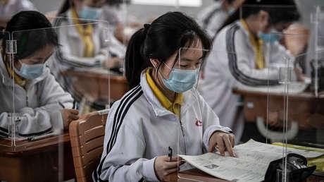 FOTOS: Alumnos de Wuhan vuelven a las escuelas por primera vez desde enero