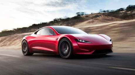"""""""Es como el postre"""": Elon Musk habla de la llegada del esperado superdeportivo Roadster de Tesla, que no será muy pronto"""