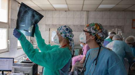 Visita al médico por un dolor de espalda y descubren que tiene tres riñones