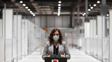 Un foto de la presidenta de Madrid inspira una avalancha de memes y agudiza la crítica sobre su gestión del coronavirus