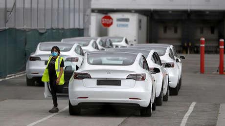 Musk desafía a las autoridades, reabre la planta de Tesla en California y pide ser el único arrestado
