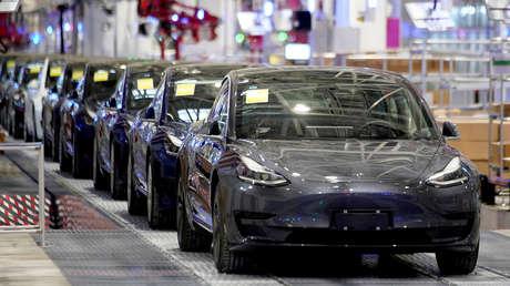 Más baratas y duran alrededor de 1,6 millones de kilómetros: Las revolucionarias baterías que Tesla prepara para su Model 3