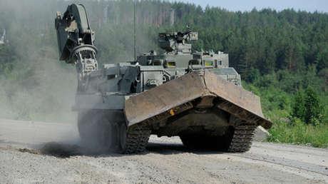 Los zapadores rusos adoptan un nuevo blindado de ingeniería universal que abrirá paso a las tropas