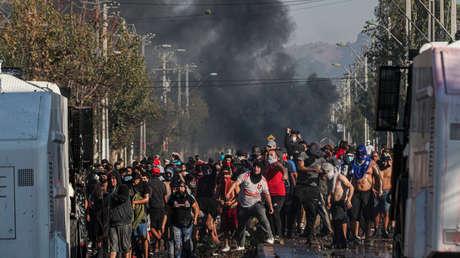 Santiago de Chile es escenario de nuevas protestas durante la cuarentena obligatoria