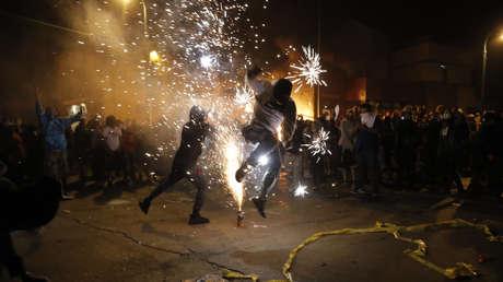 Oficiales de Mineápolis abandonan una estación de policía en medio de incendios y disturbios (VIDEO)