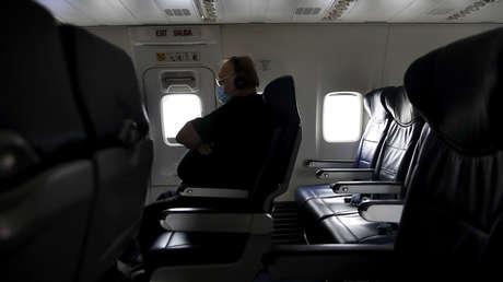 Un pasajero de un vuelo a Canarias da positivo al coronavirus y desata cuarentanas colectivas