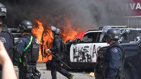 Ordenan el toque de queda en Los Ángeles tras manifestaciones violentas y bloqueos de calles (FOTOS, VIDEOS)