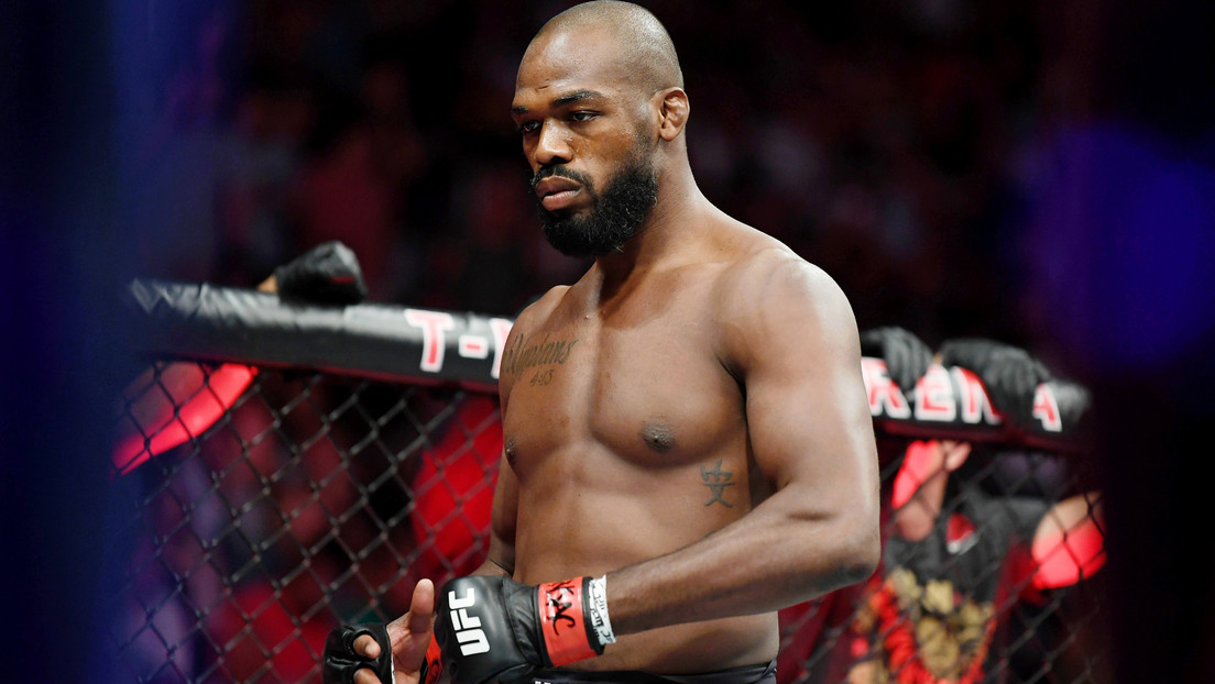 """El mejor luchador de la UFC renuncia a su título de campeón y tacha de """"mentiroso"""" a Dana White"""