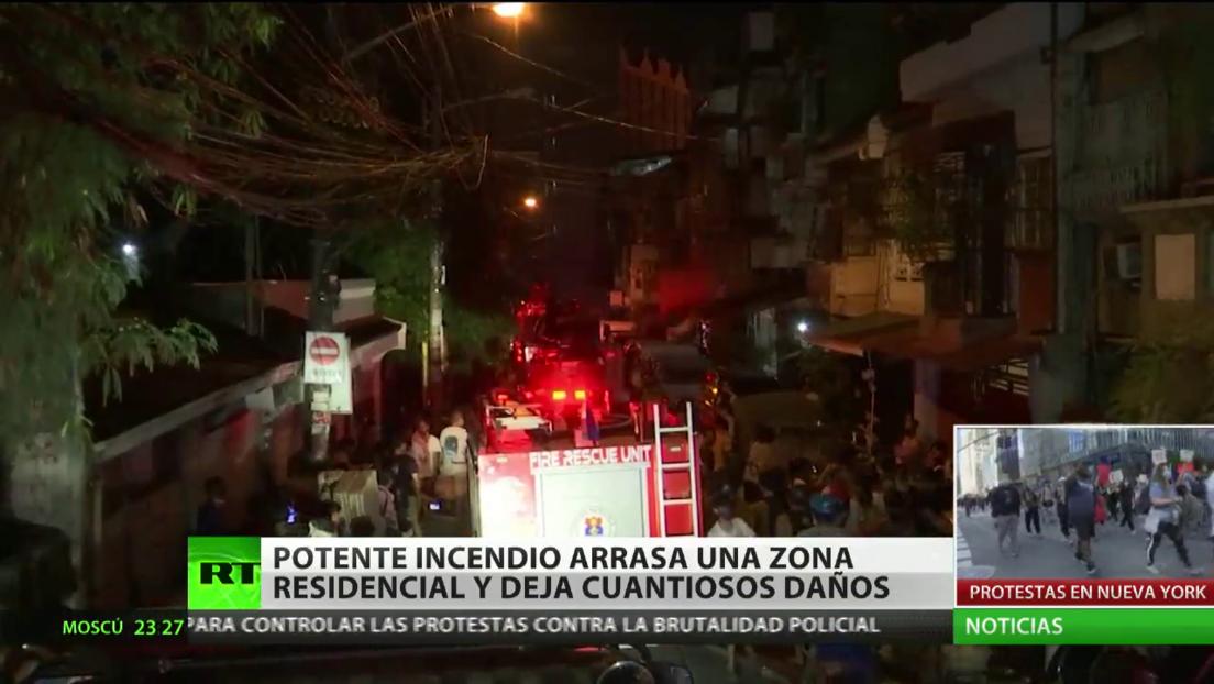 Potente incendio arrasa una zona residencial en Filipinas y deja cuantiosos daños