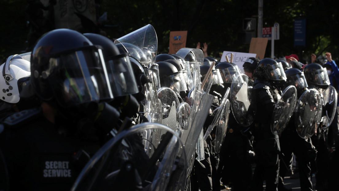 """""""¡Vergonzoso!"""": La alcaldesa de Washington se indigna por los procedimientos policiales al dispersar a los manifestantes con gases lacrimógenos"""