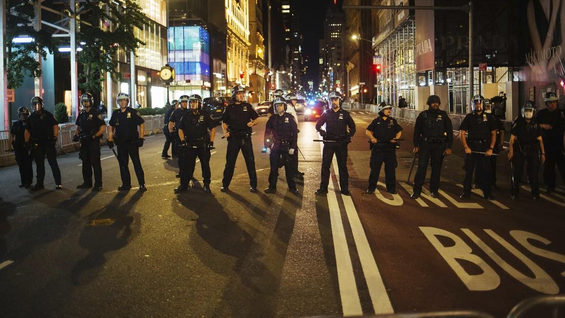 VIDEO: Un coche embiste a varios uniformados en Búfalo, dejando heridos a un militar y un policía durante protestas en Nueva York