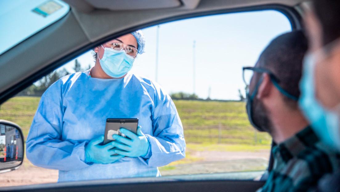 El innovador sistema de un municipio argentino para detectar casos de covid-19 sin que los pacientes salgan del vehículo