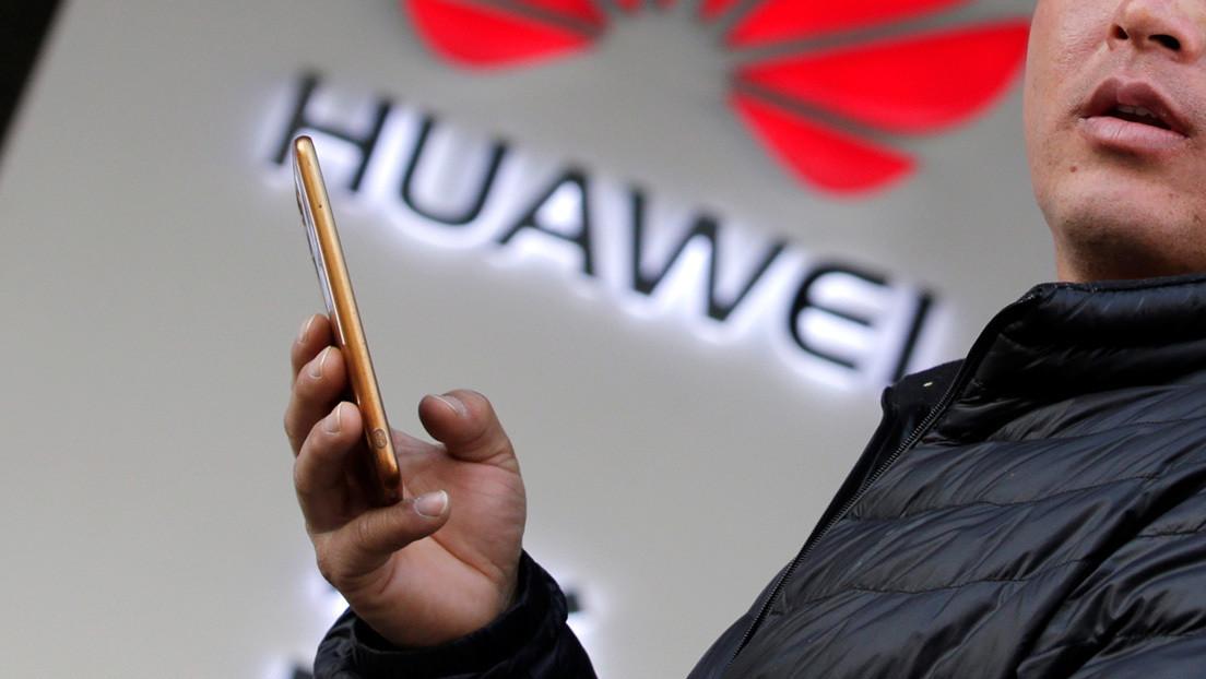 Huawei desarrolla un teléfono sin botones y con la cámara frontal escondida bajo la pantalla